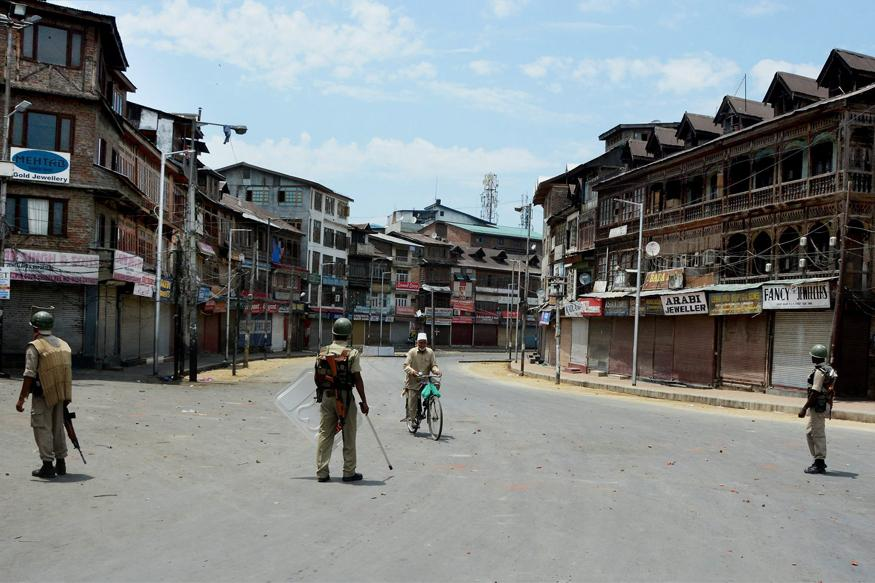 Indian officials reimpose curfew in Kashmir's main city