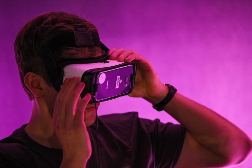 Facebook to Make New Oculus VR Headset