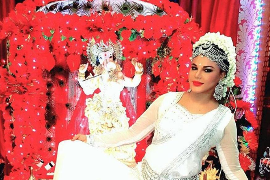 Ganesh Chaturthi 2016: Rakhi Sawant Welcomes Bappa And It's Totally Hilarious