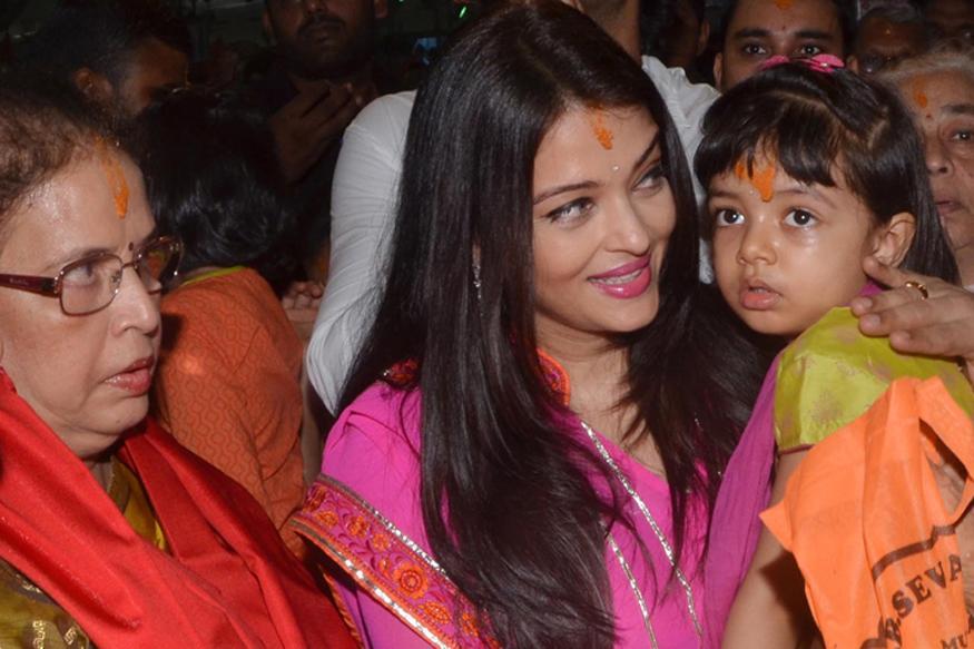Ganesh Chaturthi 2016: Aishwarya Rai Bachchan, Aaradhya Seek Bappa's Blessings