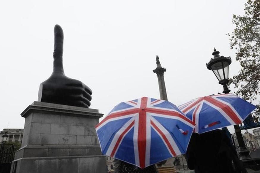 Thumbs Up Sculpture Unveiled as New Artwork for London's 'Fourth Plinth'