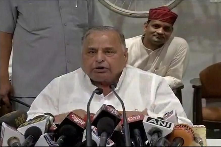 Mulayam stumps Akhilesh, says legislators to pick next CM