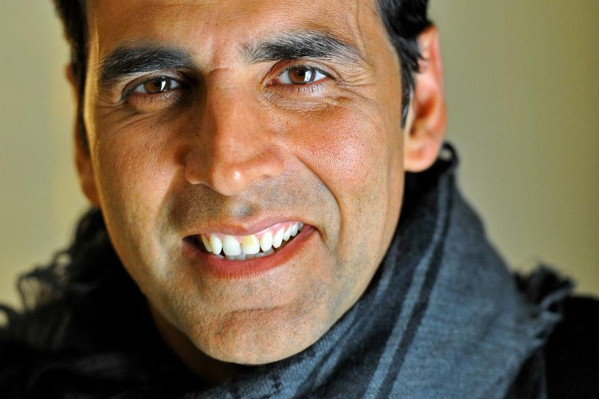 Taking His Cue From A Tweet, Akshay Kumar Offers Help To His First Producer