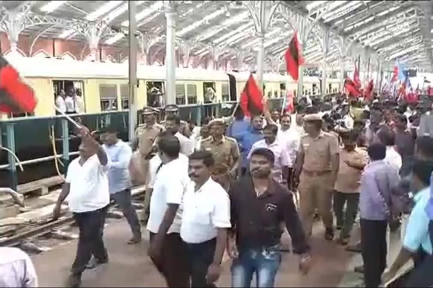 Cauvery Row: Rail Roko Agitations Continue for Second Day in Tamil Nadu