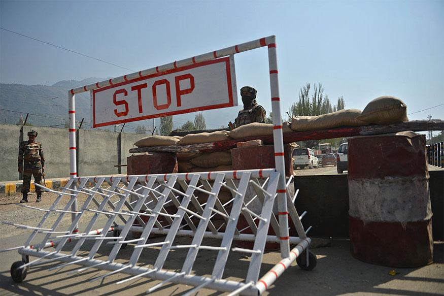 Suspected Militants Snatch Weapons from TV Tower Guards in Kashmir
