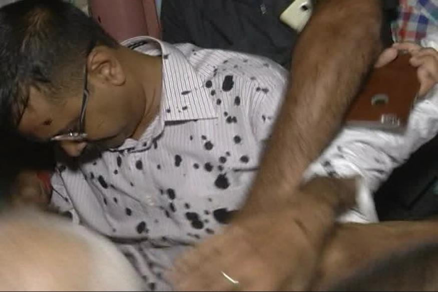 Two Men Throw Ink on Delhi CM Arvind Kejriwal, Police Detain Them