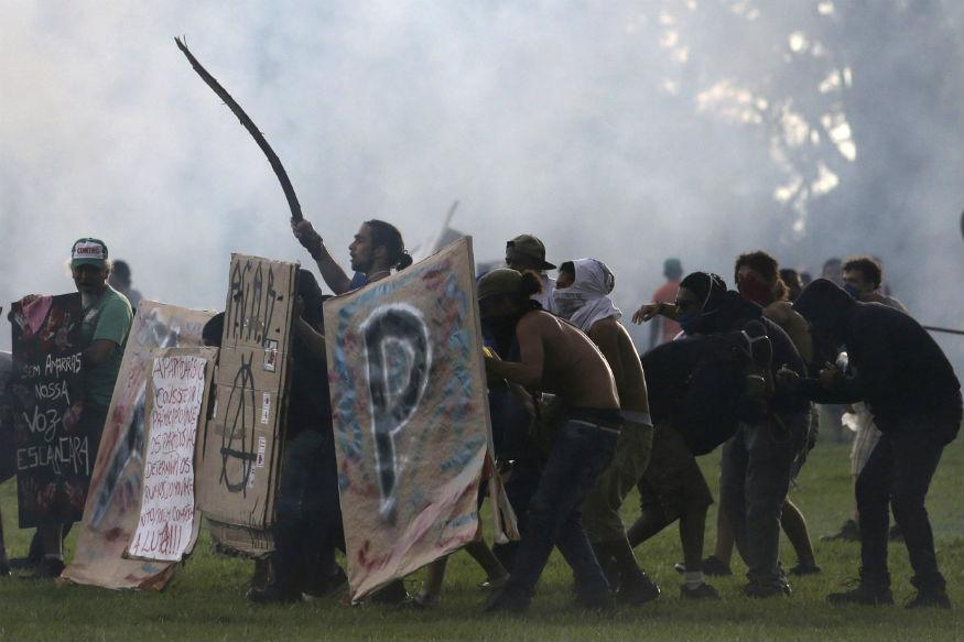 Violent Clashes Mar Brazilian Senate Vote on Austerity