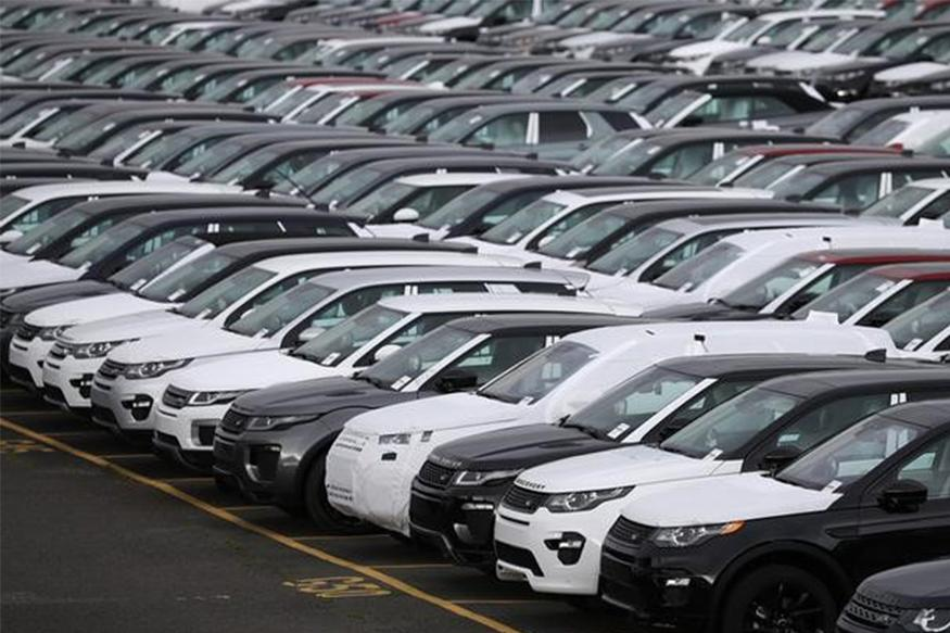 Jaguar Land Rover Agrees on Inflation-Beating UK Pay Deal: Source