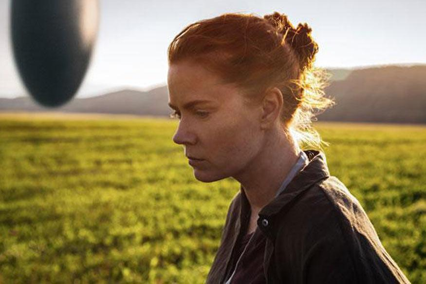 Arrival Review: A Rare Film You Don't Want To Miss Even a Moment of