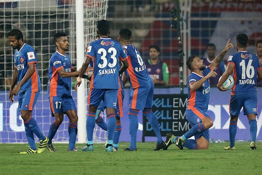 ISL 2016: 10-man FC Goa Beat NorthEast United 2-1