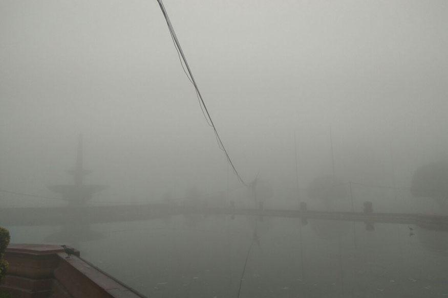 Experts Surprised by Sudden Dense Fog in Delhi