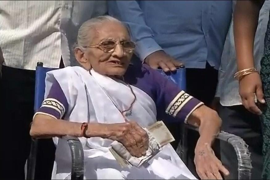 PM Modi's Mother Exchanges Old Notes At Bank, Internet Praises Her For Setting An Example