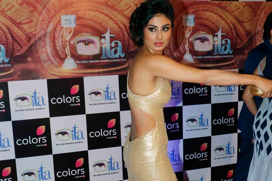 Indian Television Academy Awards 2016: Mouni Roy Looks Gorgeous as She Slips Into This Form-Fitting Ensemble