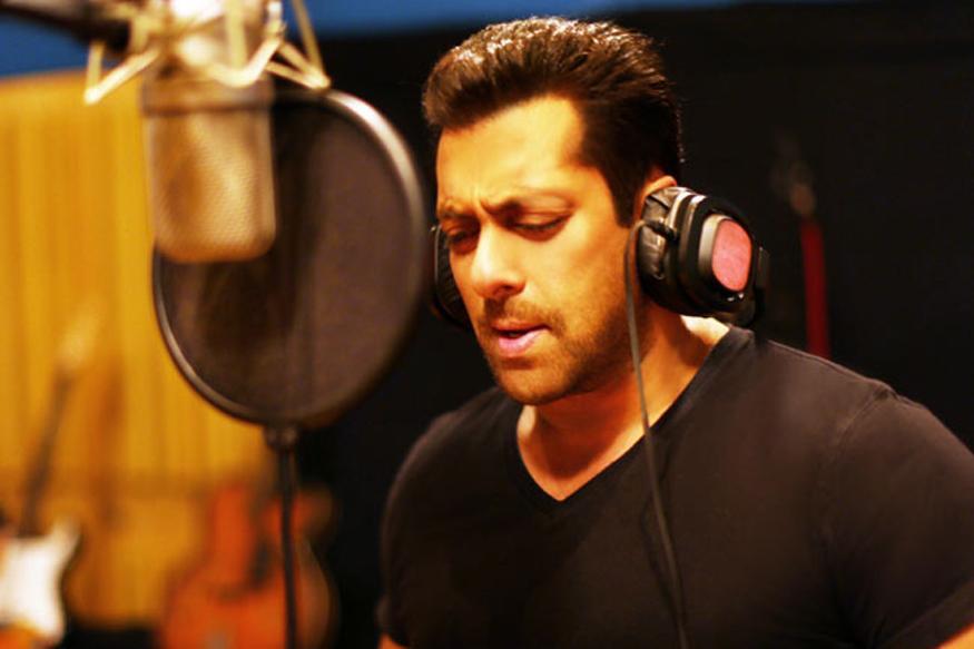 Salman Khan celebrates birthday with family party