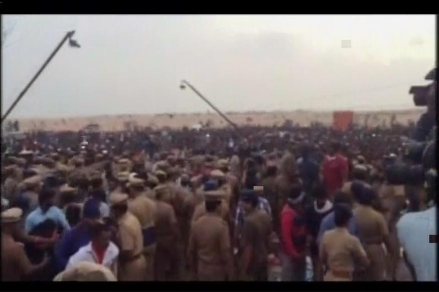 Police Crackdown on Jallikattu Protests Turns Movement Violent