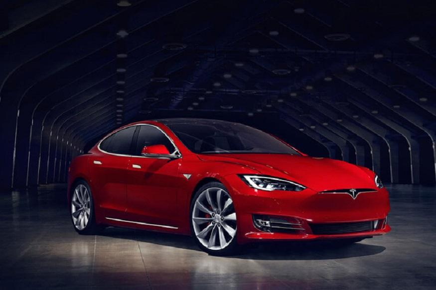Man Purposely Damages Tesla Model S to Save a Life; Elon Musk Announces Compensation