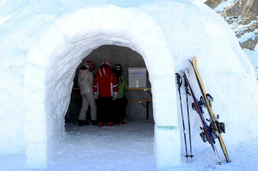 Manali Skiers Claim To Build India's First Igloo