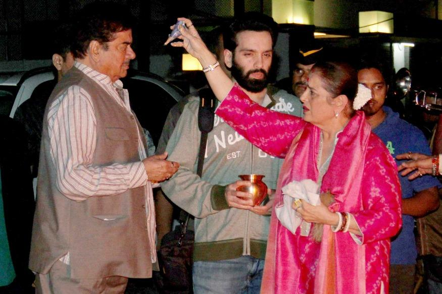 Shatrughan Sinha, Family Performs Puja Ahead of Holi