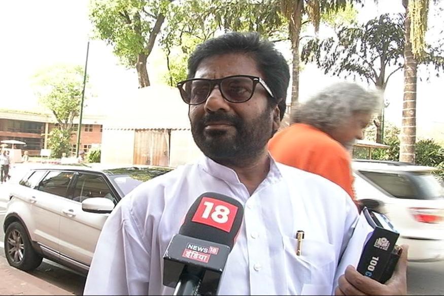 Shiv Sena MP Gaikwad Flies Again; Picks Air India!