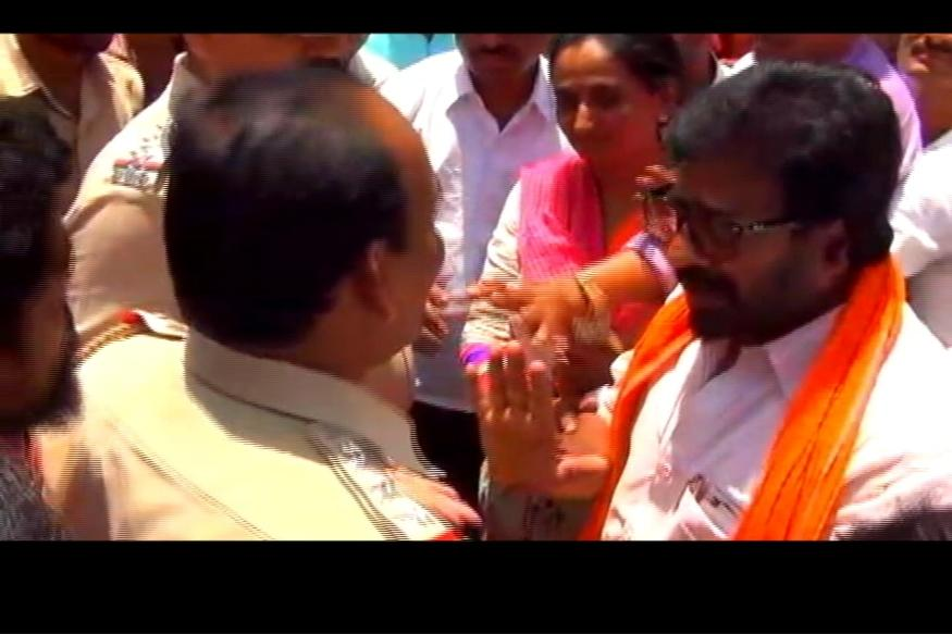 Now, Shiv Sena MP Ravindra Gaikwad Clashes With Cops Over Cashless ATMs