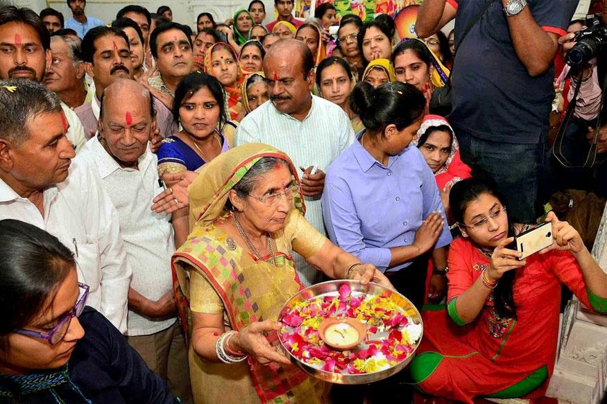 PM's wife Jashodaben visits temple in Vikarabad