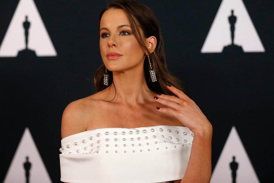 Kate beckinsale flaunts bikini body while lounging poolside filmy get all the - Kate beckinsale pool ...